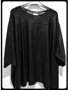 Camiseta plus size negra con brillos